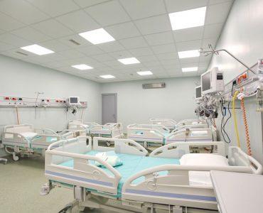 Za svoje pacijente imamo i usluge smeštaja najtežih bolesnika, lečenja i postoperativne nege, raspolažemo sa 120 postelja, dijagnostičkim centrom i najmodernijom opremom.