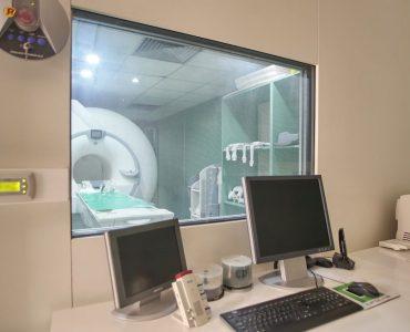 Magnetna rezonanca je neinvazivna i precizna dijagnostička metoda, koja daje konkretnu sliku o zdravlju pojedinih organa, organskih sistema, ali i o stanju čitavog organizma. Bezbolna je i potpuno neškodljiva za pacijente.